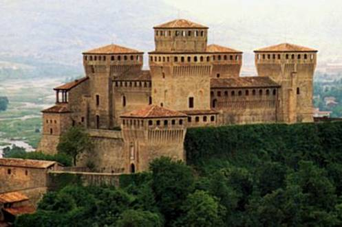 Foto castelli medievali castello di torrechiara - Finestre castelli medievali ...